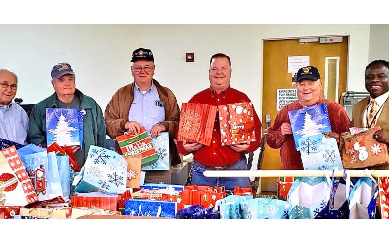 VA gift bags help spread Christmas cheer